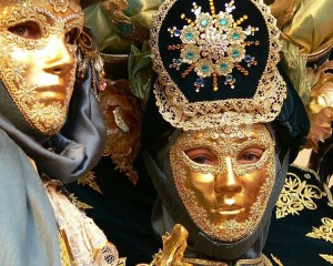 747px-Carnival_in_Valletta_-_fancy-dress_costume_03