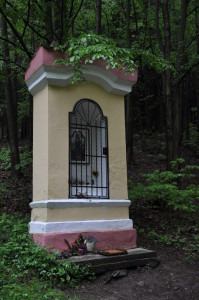 Sázava(Benešov)-kaplička-v-lese-za-svatou-Annou2014